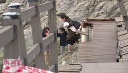 통영시, 만지도 '파손 데크길' 방치…안전 위협